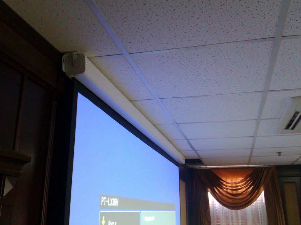 Установка видео оборудования в комнате переговоров
