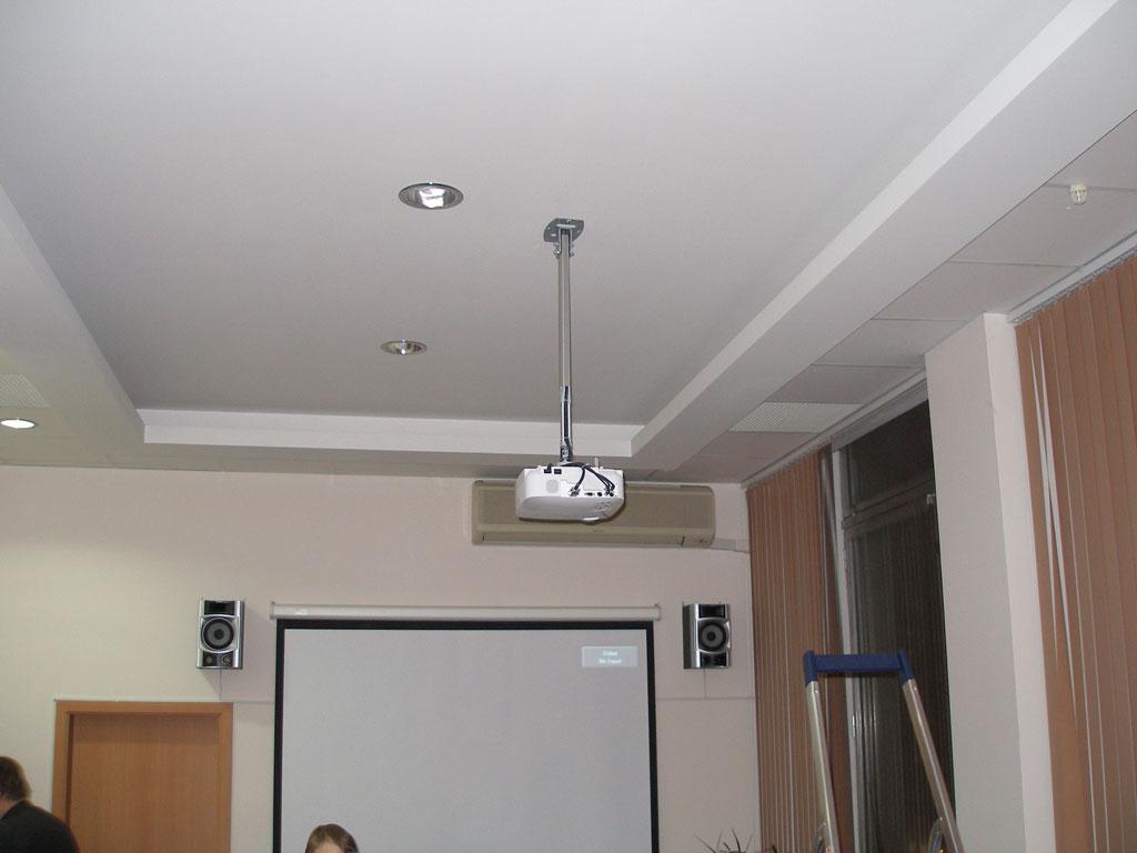 Установка  проекционного комплекса в офисе компании ООО