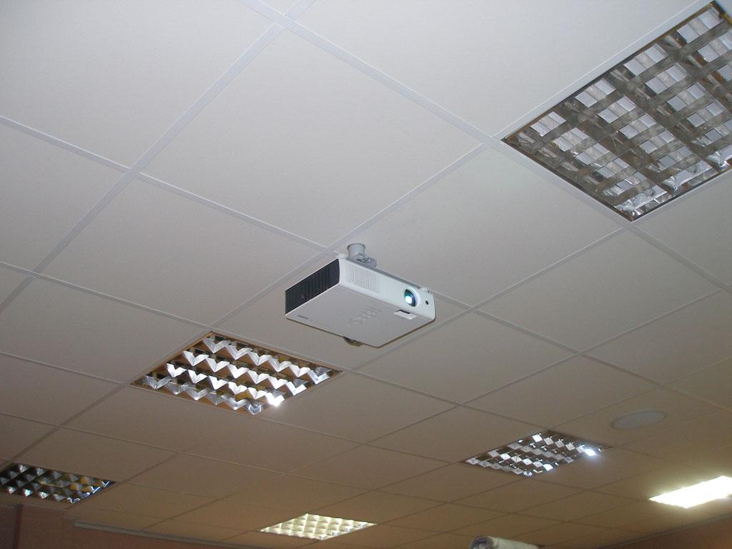 Установка аудио-визуального комплекса в зоне ресепшен.