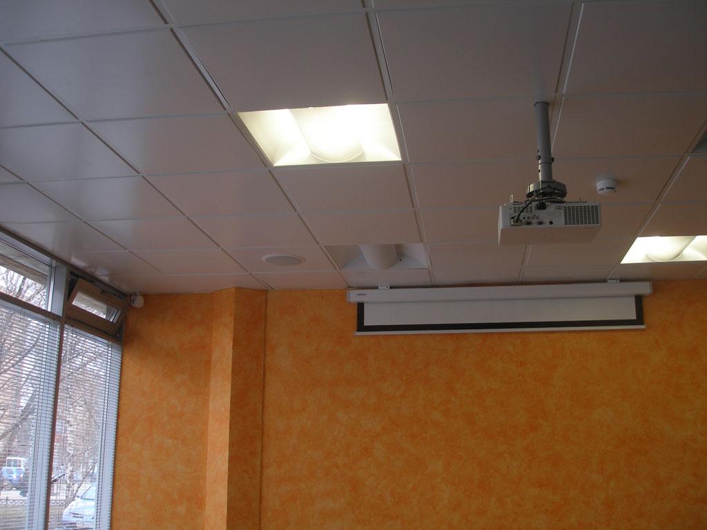 Информационно-развлекательный комплекс в холле.