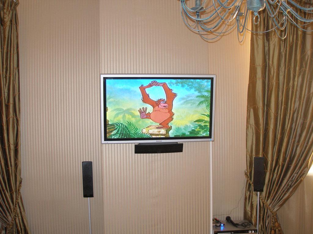 Установка и настройка системы домашнего кинотеатра на основе LCD телевизора.