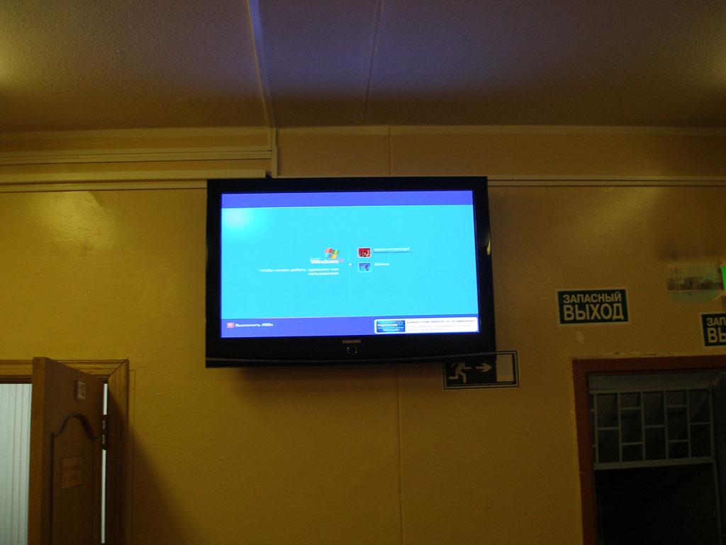 Установка LCD телевизора, для показа расписания и важной информации  в холле.
