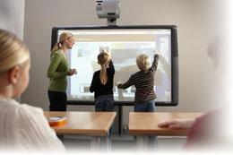 Установка проектора в школьном классе